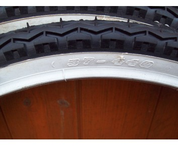 500A 37-440 Whitewall Tyres Slightly Soiled Pair