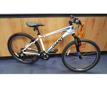 "SOLD Second hand 26"" wheel Giant Revel Mountain bike 16"" frame (small) SOLD"